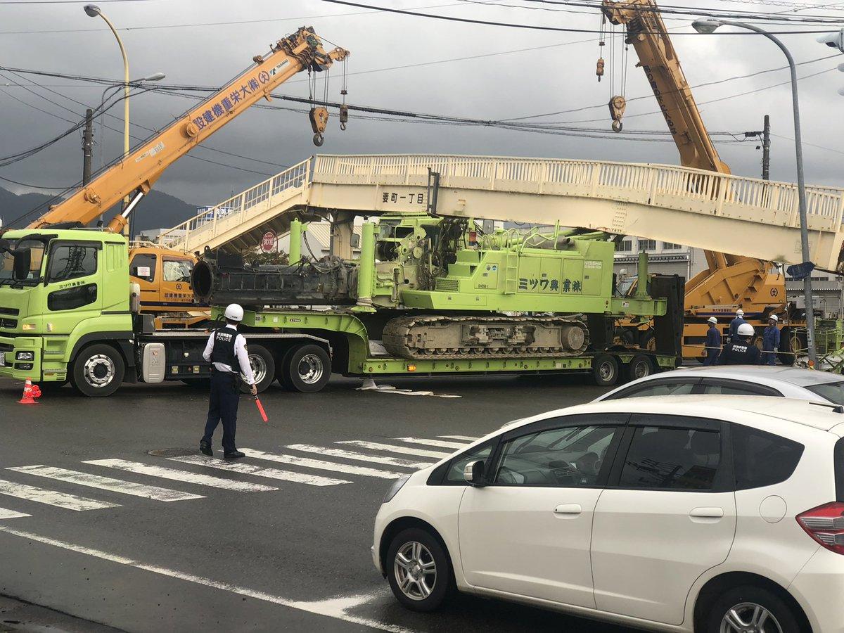 トレーラー衝突で歩道橋の一部が崩れる 新潟県長岡市