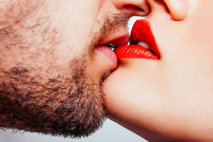 グロスでベタベタがエロい。男が発情するセクシー唇メイク 女は心で ...