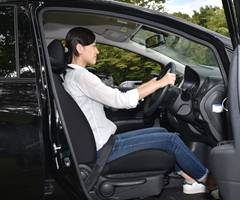 正しい運転姿勢とシートベルトで快適ドライブ! - セーフティドライブ ...