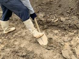 お庭のDIY|柔らかい土から固い土を掘る道具と裏ワザ的方法も! | 一家 ...