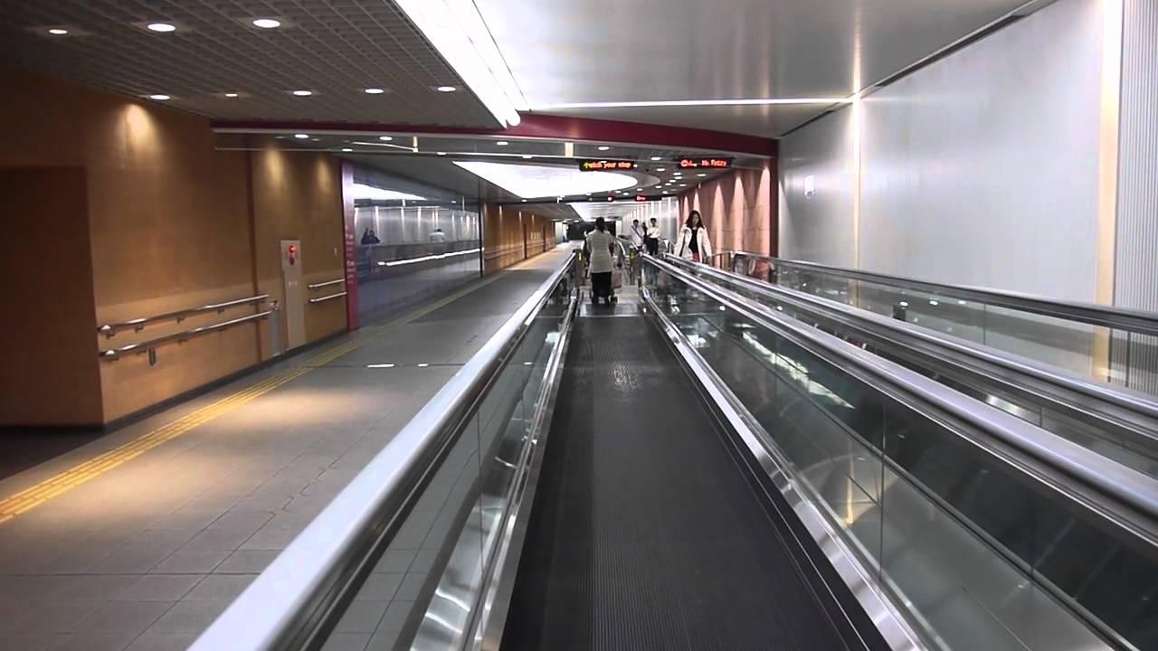 羽田空港地下連絡通路の動く歩道 - YouTube