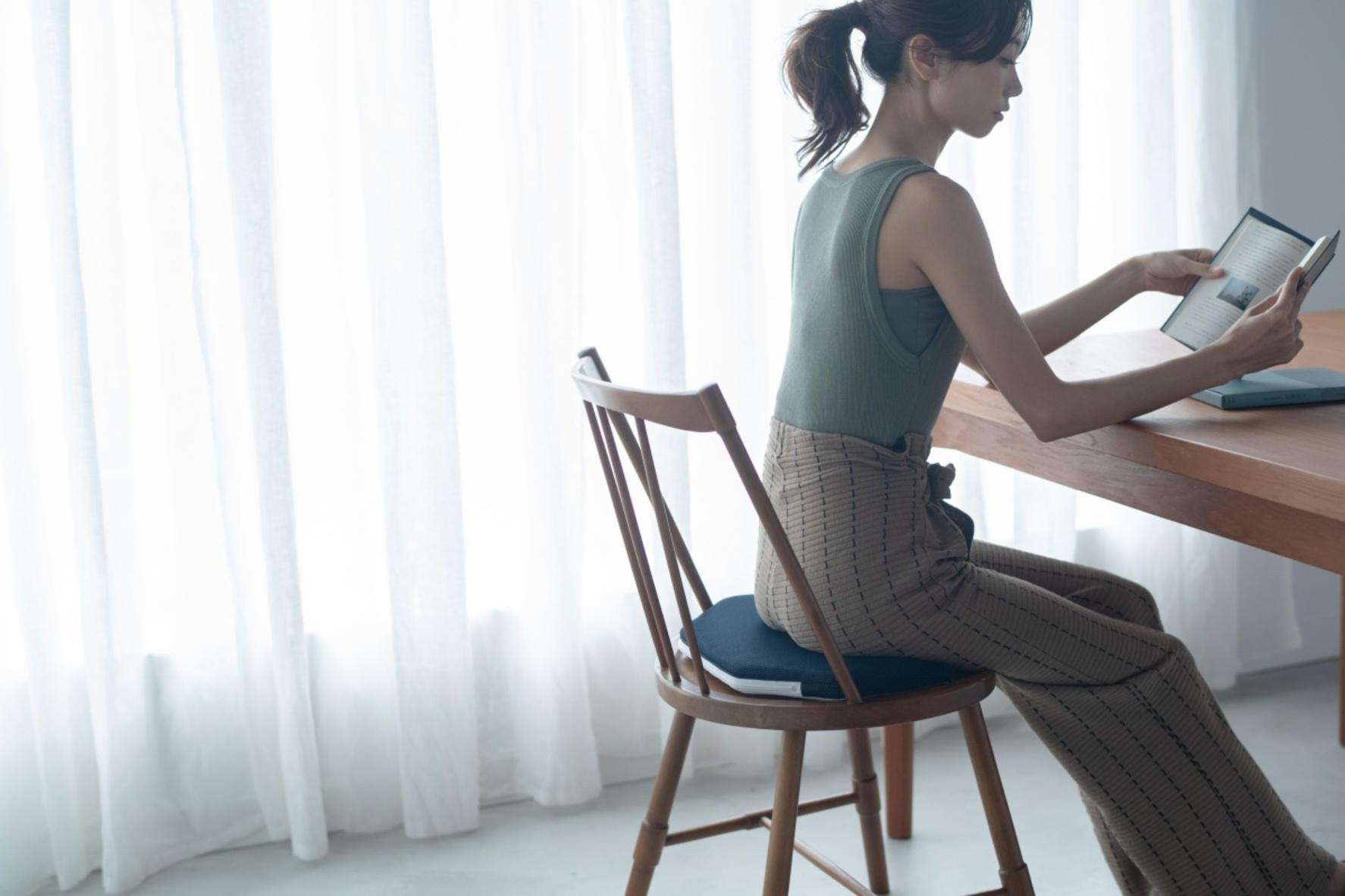 肩こりや腰痛とはこれでオサラバ! 座るだけで姿勢を正す「おしり専用 ...