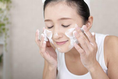 欲張りな女性に贈る♡炭酸洗顔フォームで時短も美肌も | ARINE [アリネ]