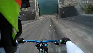 自転車が90度の坂をまっしぐらに下るクレイジーな動画 | ギズモード ...