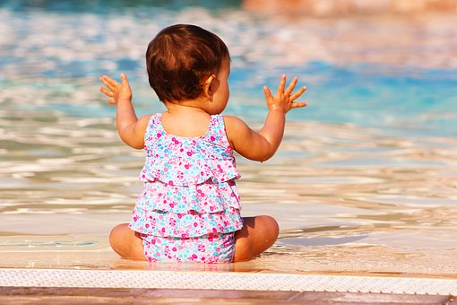 赤ちゃんの水遊びはいつからできる?注意点も合わせてご紹介します ...