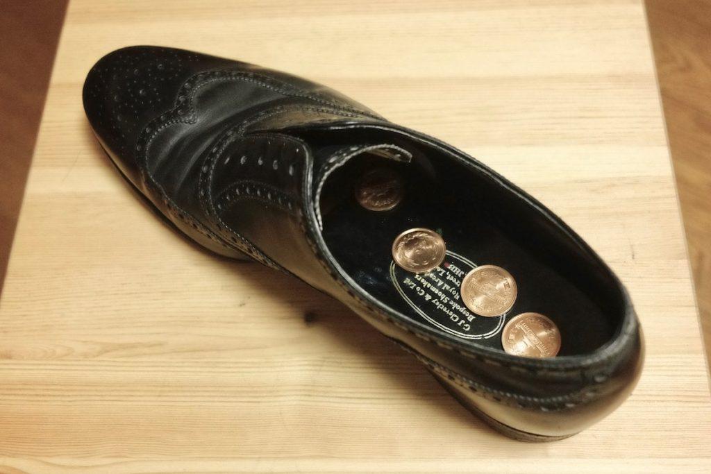 革靴の臭いを取る方法・臭いをつけないための対策 - 化ノ革