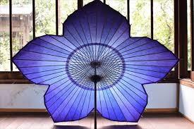 大河ドラマ「麒麟がくる」の主人公・明智光秀をイメージした桔梗の和傘 ...