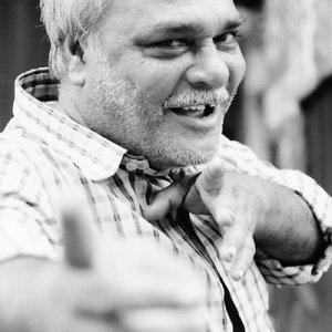 インド, コルカタ】指を差す男とポーズを取る男 | 旅と写真とエッセイと