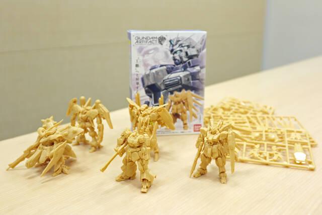 最新のガンダム食玩は、単色成形の組み立てキット! 造形物としての ...