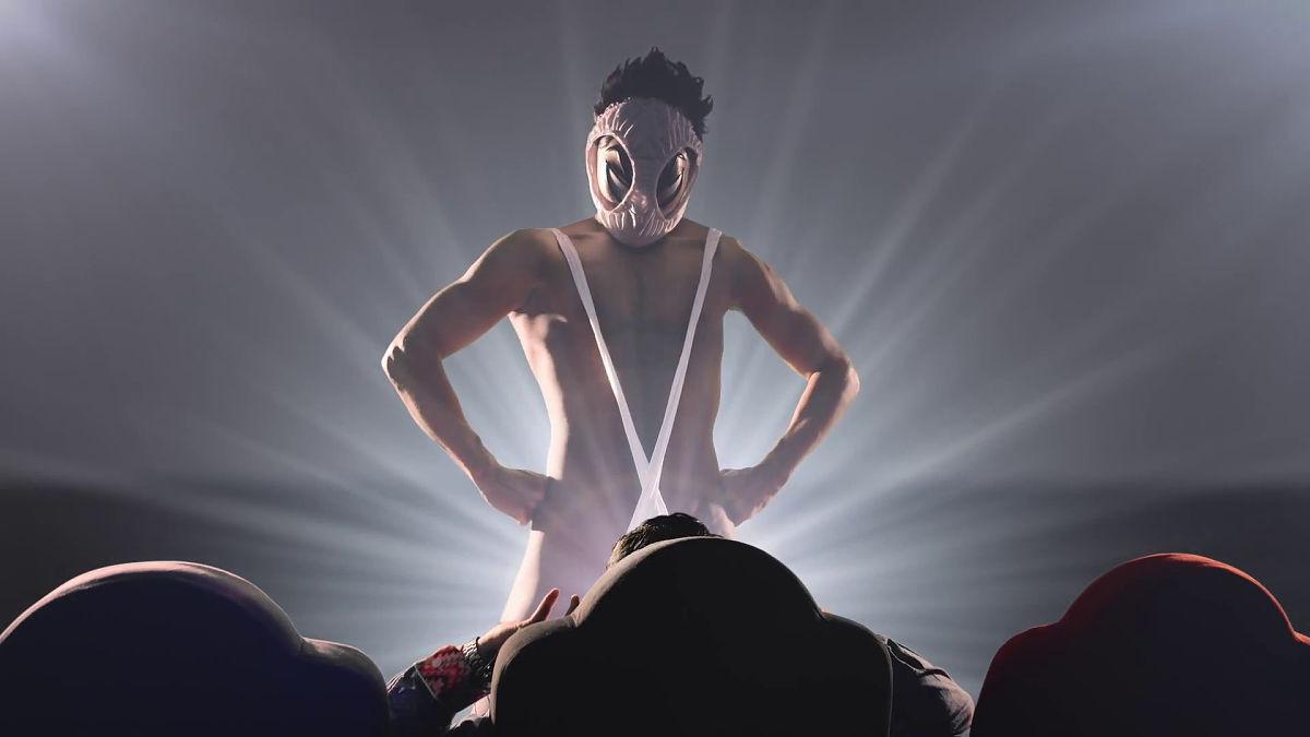 変態仮面が映画館のマナー違反者を取り締まるCMムービー - GIGAZINE