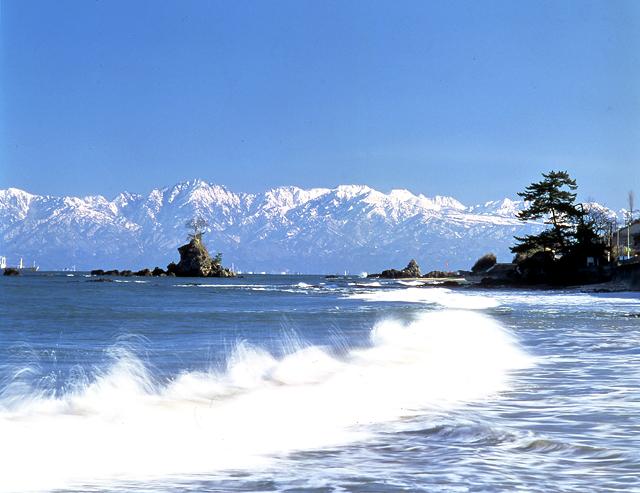 国定公園 雨晴海岸 | 高岡市観光ポータルサイト「たかおか道しるべ」