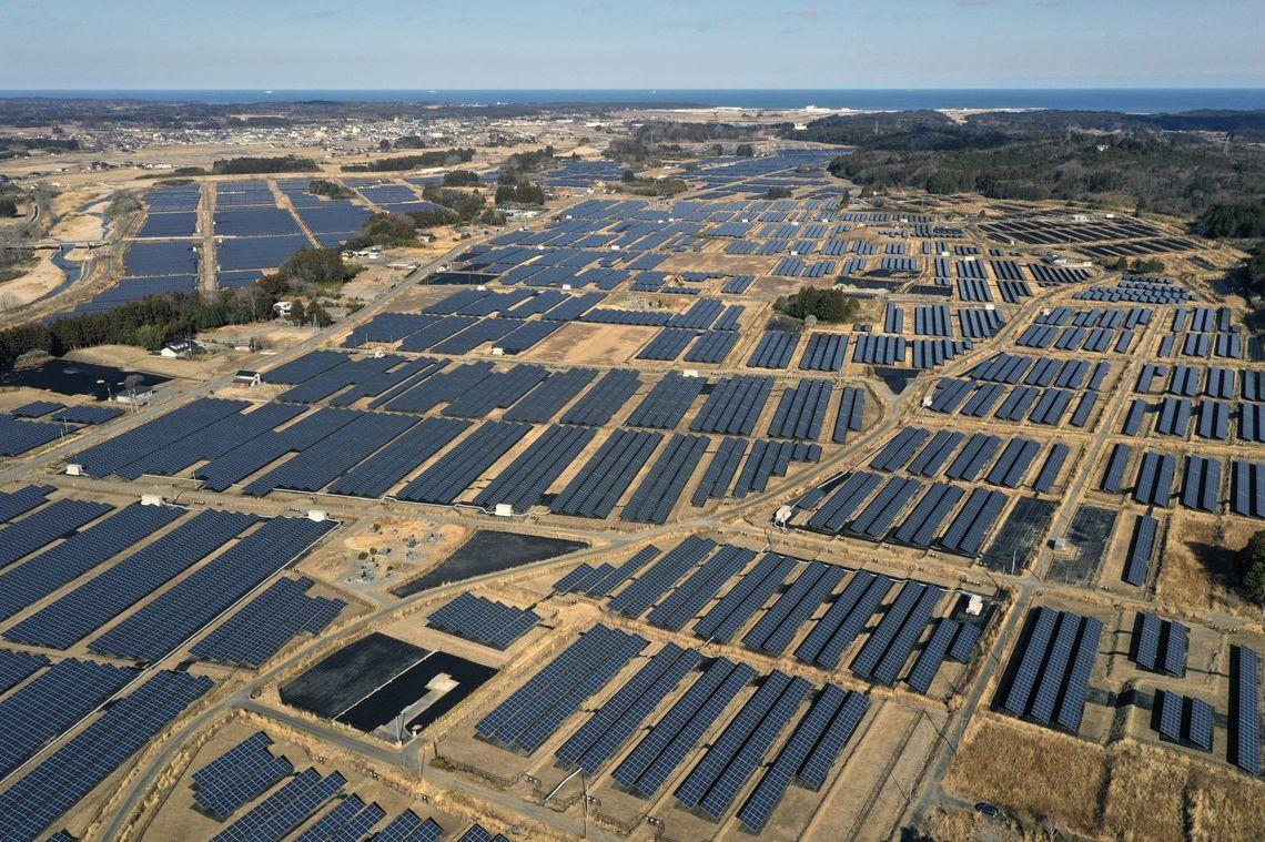 日本中を太陽光パネルが埋め尽くす未来の現実味 | ブルームバーグ ...