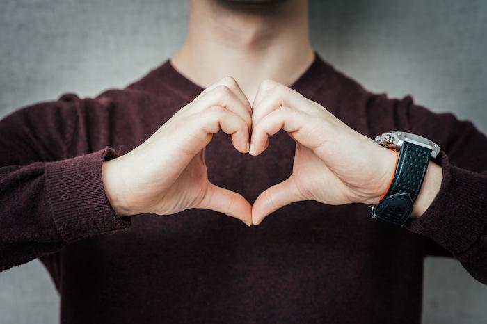 男性心理は手の動きを見ればわかる!?脈あり度が高いしぐさをチェック ...