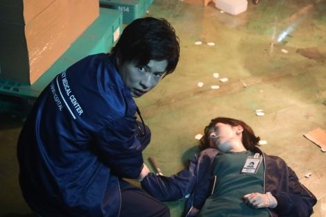 ナイト・ドクター』第6話 美月(波瑠)が意識を失う、成瀬(田中圭)と ...