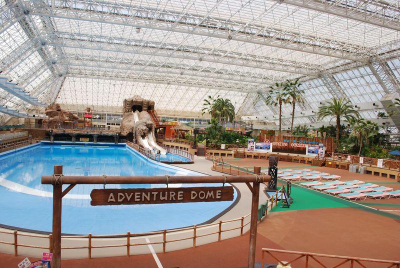 東京サマーランドは一年中常夏気分!プールも遊園地も遊びつくせ ...