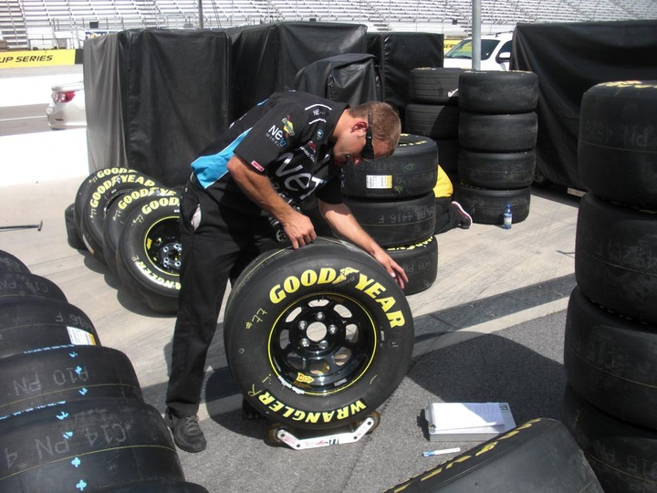 NASCARの基礎知識」タイヤ&ホイール編   WHEELS   ON THE ROAD ...