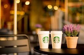 フリー写真] テーブルの上に置かれたスタバのコーヒー - パブリック ...