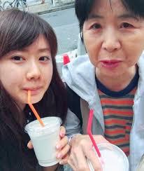 福原爱给妈妈过生日:母女俩长得很像,站在一起身高差不多_江宏杰