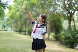 フリー写真] セーラー服姿で手をかざす少女でアハ体験 - GAHAG | 著作 ...