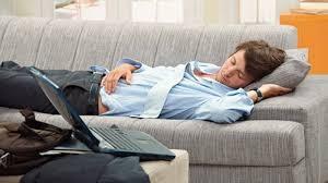 疲れてるとついついソファーで寝ちゃう。でも体に良くないらしいよ ...