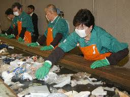 小池環境相がゴミ選別作業/容器リサイクル法改正で   全国ニュース ...