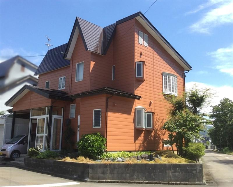 外壁塗装】我が家のカタチにマッチした 代赭色 | 住まいのリフォーム ...