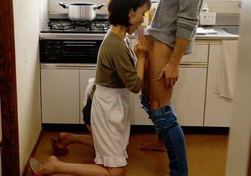 母親とテレホンセックスする息子 | オナおかず探し 本能の館